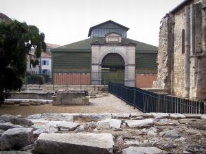 Saint-Gilles - Remains of the Saint-Gilles abbey church and covered market