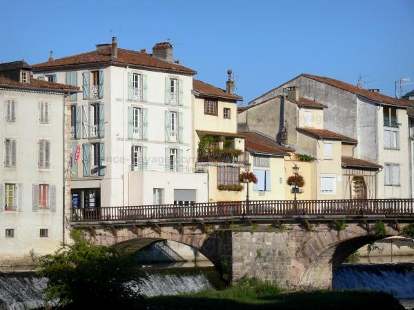 Saint-Girons - Bridge spanning the Salat river and facades of houses in the town (capital of Couserans)