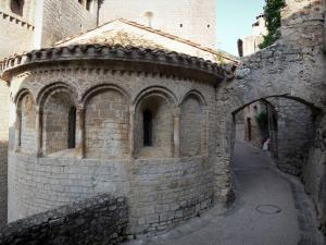 Saint-Guilhem-le-Désert - Apse of the abbey church (Gellone abbey) and narrow street of the medieval village