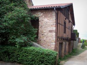 Saint-Haon-le-Châtel - House with timber framings