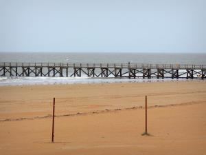 Saint-Jean-de-Monts - Seaside resort: sandy beach, landing stage and sea (Atlantic Ocean)