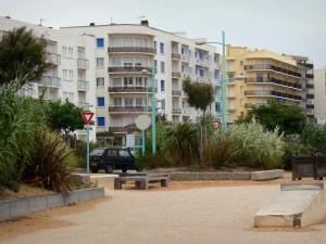 Saint-Jean-de-Monts - Seaside resort: buildings, trees and agaves