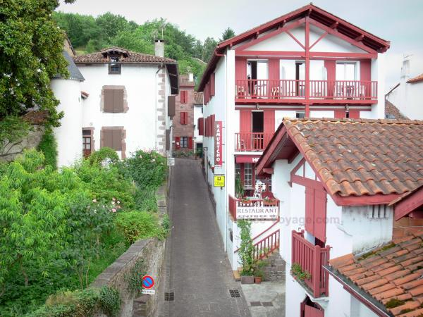 Saint-Jean-Pied-de-Port - Tourism & Holiday Guide