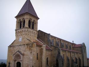 Saint-Julien-de-Jonzy church - Romanesque church; in Brionnais