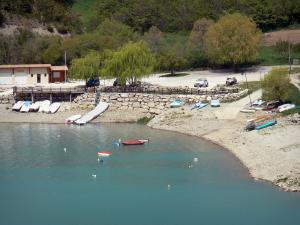 Saint-Julien-du-Verdon - Water sports centre of the village and Castillon lake; in the Verdon Regional Nature Park