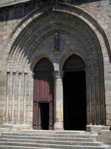 Saint-Junien collegiate church - Portal of the collegiate church Saint-Junien