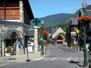 Saint-Lary-Soulan - Spa town and ski resort: lamp post with houses, shops and lampposts with flowers; in the Aure valley