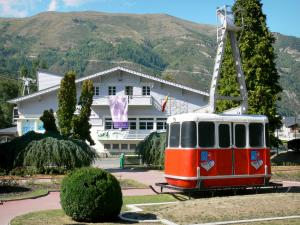 Saint-Lary-Soulan - Spa town and ski resort: square of the cable car; in the Aure valley