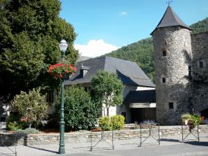 Saint-Lary-Soulan - Spa town and ski resort: Hachan tower home to the Pyrenees National Park museum; in the Aure valley