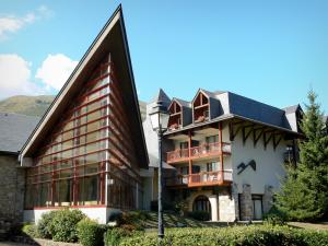Saint-Lary-Soulan - Spa and resort: thermal baths (Thermes) ; in the Aure valley