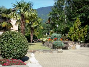 Saint-Lary-Soulan - Spa town and ski resort: Parc Thermal spa garden (flowers, shrubs and trees) ; in the Aure valley