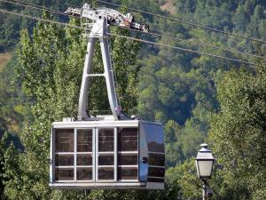Saint-Lary-Soulan - Spa town and ski resort: cable car; in the Aure valley