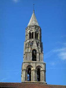 Saint-Léonard-de-Noblat - Bell tower of the collegiate church of Romanesque style