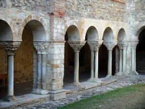 Saint-Lizier - Arches of the Romanesque cloister of the Saint-Lizier cathedral