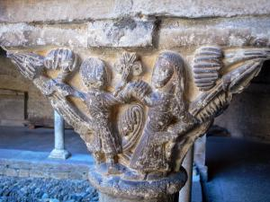 Saint-Lizier - Carved capital of the Romanesque cloister in the Saint-Lizier cathedral