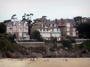 Saint-Lunaire - Seaside resort of the Emerald Coast: villas overhanging the sandy beach