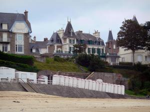 Saint-Lunaire - Seaside resort of the Emerald Coast: villas, cubicles and sandy beach