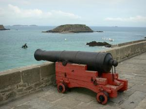 Saint-Malo - Cannon with view of the sea