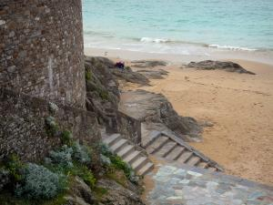 Saint-Malo - Stairs leading to the sandy beach