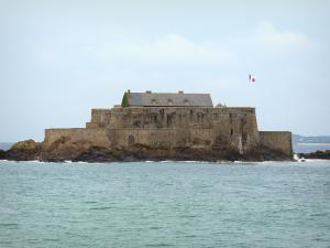 Saint-Malo - National fort (bastion) and sea