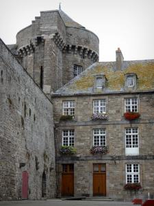 Saint-Malo - Castle: town hall and small keep