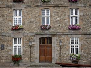 Saint-Malo - Walled town: facade of the town hall