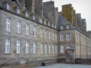 Saint-Malo - Walled town: buildings of the malouine corsair town