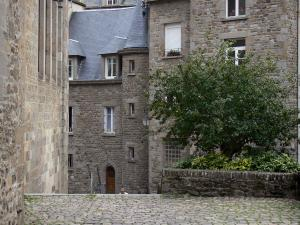Saint-Malo - Walled town: stone houses of the old town (malouine corsair town)