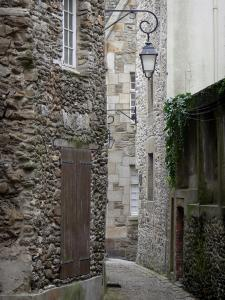 Saint-Malo - Walled town: narrow street lined with stone houses, lamppost