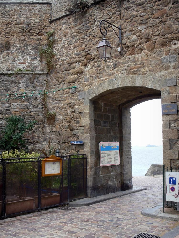 Photos saint malo guide tourisme vacances for Porte de garage saint malo