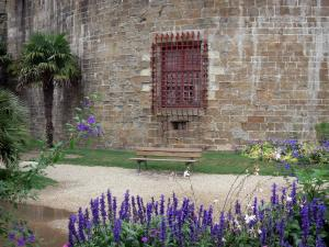 Saint-Malo - Fortification of the castle, flowers, palm tree and bench