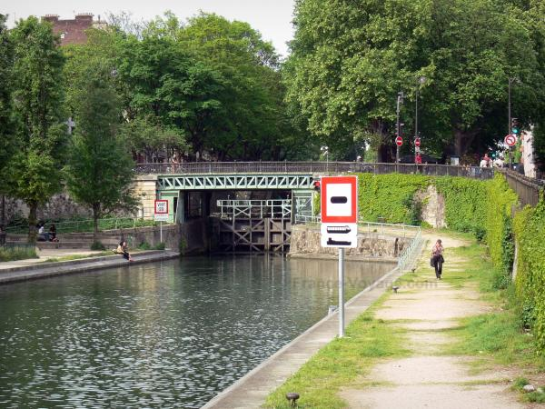 Saint-Martin canal - Stroll along the canal; Bridge and lock in the background