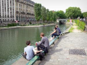 Saint-Martin canal - Relaxing on the canal banks