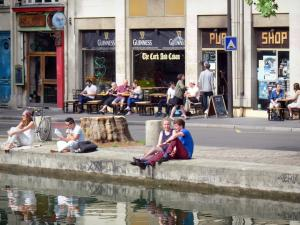 Saint-Martin canal - Pub on the canal