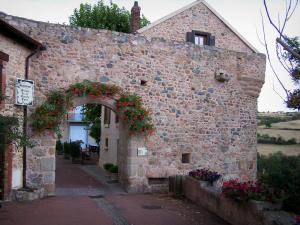 Saint-Maurice-sur-Loire - Hall decorated with flowers and houses of the village