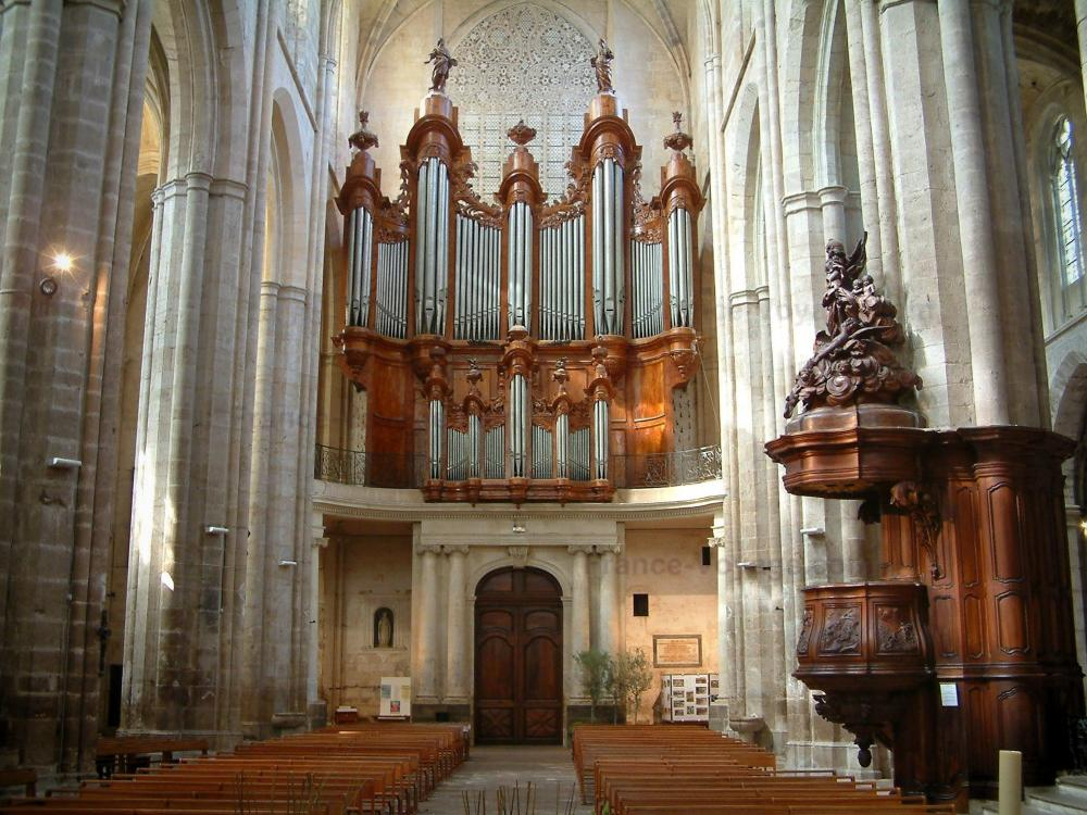 photos the saint maximin la sainte baume basilica tourism holiday guide. Black Bedroom Furniture Sets. Home Design Ideas