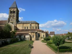 Saint-Menoux church - Saint-Menoux Romanesque church and garden