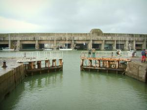 Saint-Nazaire - Port: lavabo, barche e l'ex base sottomarina (International Ocean Liner Centro Escal'Atlantic)