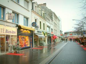 Saint-Nazaire - Houses and shops of the city