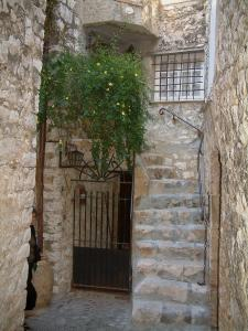 Saint-Paul-de-Vence - Entrance to a stone house
