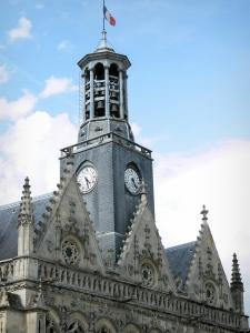 Saint-Quentin - Pediments and carillon of the Town Hall