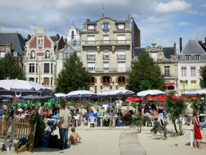 Saint-Quentin - Place de l'Hôtel de Ville square turned into a beach during summer