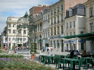 Saint-Quentin - Cafe terrace, flower beds, old wells and facades of the town