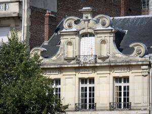 Saint-Quentin - Facade of a building in the town