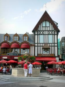 Saint-Quentin - Flower-bedecked fountain and cafe terrace in the town