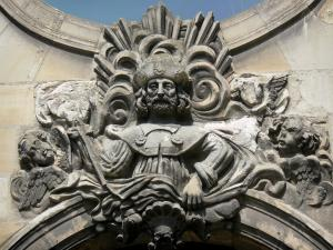 Saint-Quentin - Sculpture adorning a facade of the town