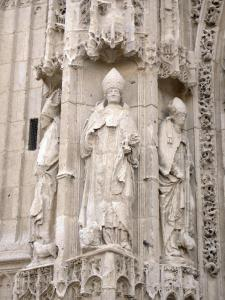 Saint-Riquier - Facade of the Saint-Riquier abbey church of Flamboyant Gothic style: statues and sculptures