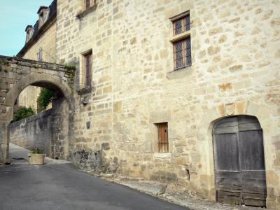 Environs Segur Le Chateau Restaurant