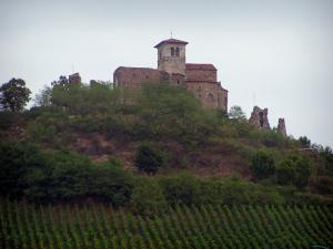 Saint-Romain-le-Puy priory - Priory church of Romanesque style perched on its volcanic peak