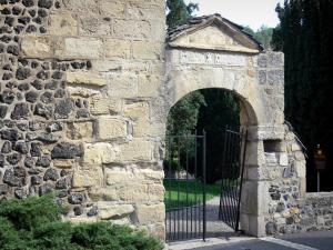 Saint-Saturnin - Gate of the old cemetery and garden in the background